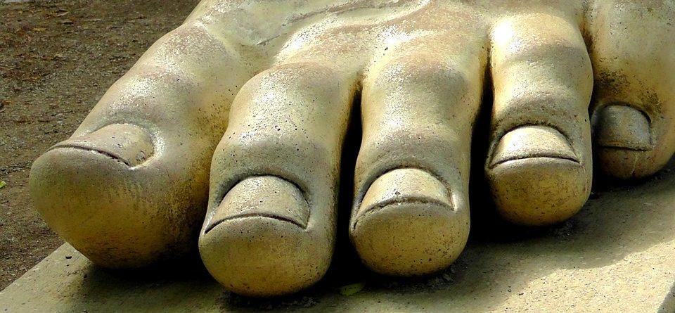 Perché il fungo su unghie ritorna