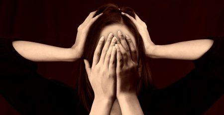 5 oli essenziali efficaci contro il mal di testa